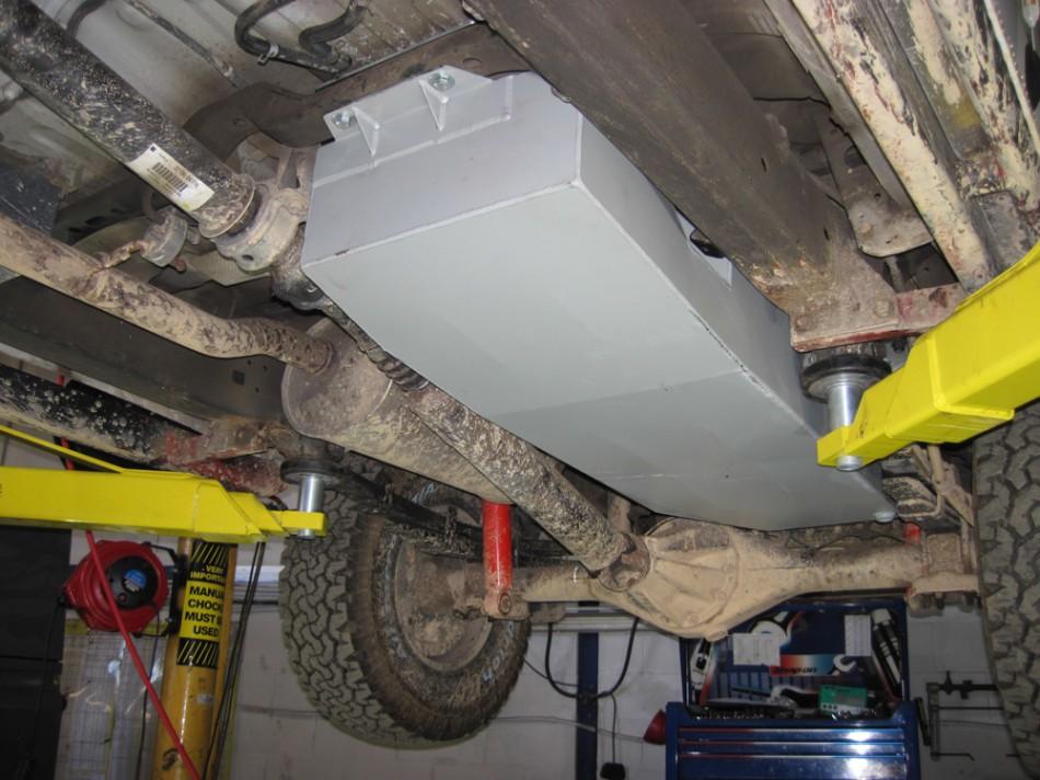 L R fuel tank